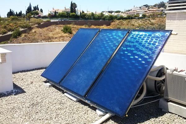Equipo de paneles solares en murcia