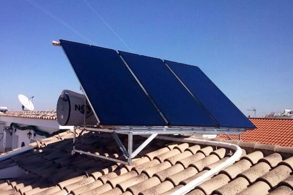 Equipo de energía solar instalado en Valencia