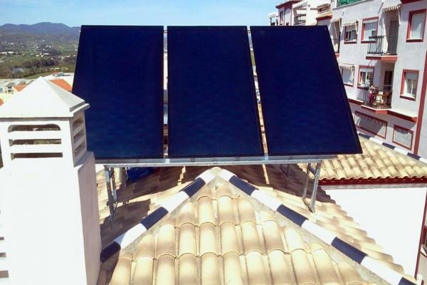 Instalación de equipo solar térmico en Granada.