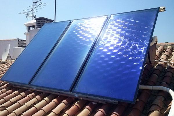 Instalación de placas termosolares en Almería