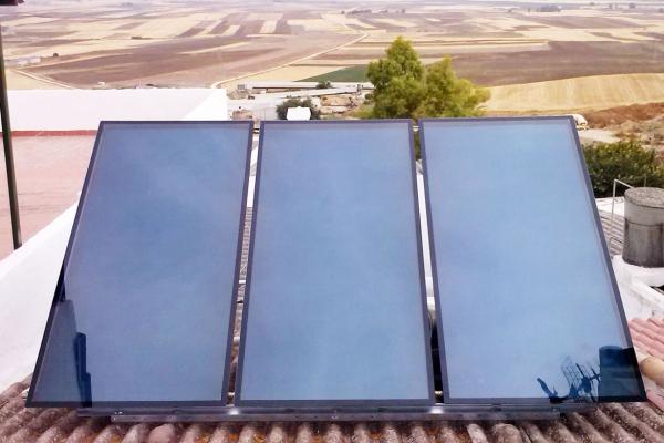 Instalación de tres placas solares en Córdoba
