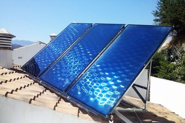 Nuevo equipo de paneles solares instalado en Málaga