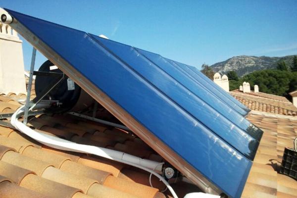 Nueva instalación de equipos de paneles solares en Jaén
