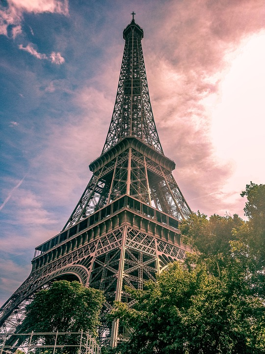 torre eiffel energía solar